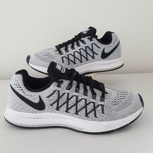 Nike Shoes - Nike Zoom Pegasus 32